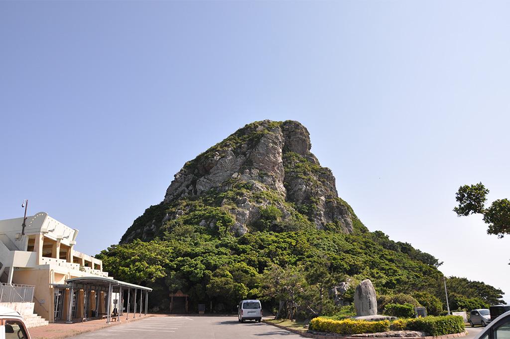 伊江島のシンボル城山(ぐすくやま)