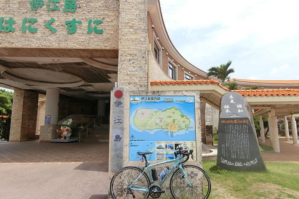 ロードバイクで伊江島を走る